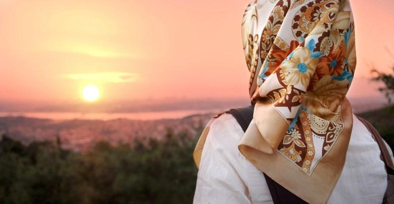 mujer puesta de sol